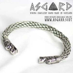 Thorshammer an Drachenkette bei Asgard