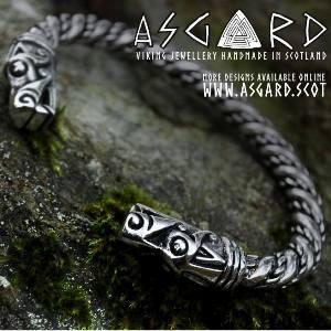 Thorshammer an Drachenkette bei Asgard)
